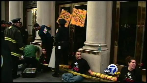 Protesters arrested at Israeli consulate