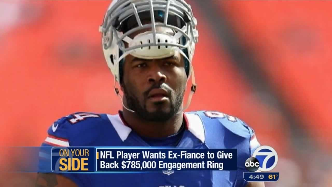 If you break off your engagement, should you get to keep that engagement ring? A jilted NFL football player says no way.