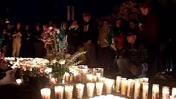 Hundreds gather for teen's vigil in Santa Rosa