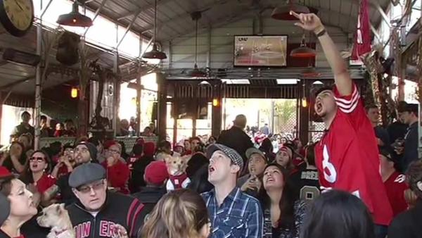 Fans pack local bars to watch 49ers-Packers game