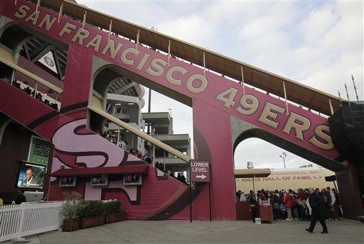 "<div class=""meta ""><span class=""caption-text "">San Francisco 49ers fans make their way into Candlestick Park before their NFL football game agianst the Arizona Cardinals in San Francisco, Monday, Dec. 14, 2009. (AP Photo/Marcio Jose Sanchez)</span></div>"