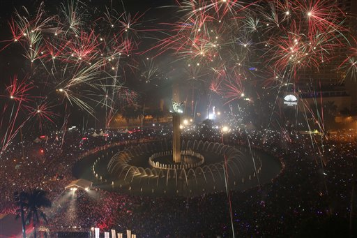 Indonesia New Year&#39;s Eve - Fireworks explode as thousands of people gather to watch, in the main business district on New Year&#39;s Eve in Jakarta, Indonesia, late Tuesday, Dec. 31, 2013.  <span class=meta>(AP Photo&#47;Tatan Syuflana&#41;)</span>