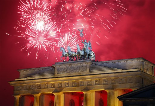 Germany New Year&#39;s Eve - Fireworks light the sky above the Quadriga at the Brandenburg Gate shortly after midnight in Berlin, Germany, Wednesday, Jan. 1, 2014. Hundred thousands of people celebrated New Year&#39;s Eve welcoming the new year 2014 in Germany&#39;s capital. <span class=meta>(AP Photo&#47;Michael Sohn)</span>