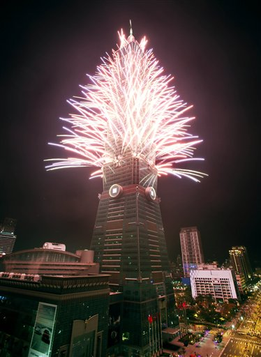 Taiwan New Year&#39;s Eve - A fireworks display is set off from the Taipei101 skyscraper during New Year&#39;s Eve celebrations in Taipei, Taiwan, Tuesday, Dec. 31, 2013.  <span class=meta>(AP Photo&#47;Wally Santana)</span>