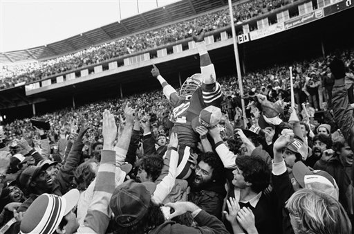 San Francisco 49ers Ronnie Lott is carried off the field by fans after the 49ers beat the New York Giants to win the division title at Candlestick Park in San Francisco, in this November 29, 1981 photo. Lott will be inducted into the Pro Football Hall of Fame during ceremonies in Canton, Ohio Saturday July 29, 2000. <span class=meta>(AP Photo&#47;Paul Sakuma)</span>