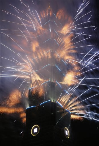 Taiwan New Year&#39;s Eve - A massive fireworks display launches from the Taipei101 skyscraper during the New Year&#39;s Eve celebrations in Taipei, Taiwan, Tuesday, Dec. 31, 2013. <span class=meta>(AP Photo&#47;Wally Santana)</span>