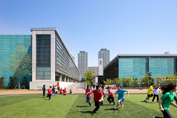 These photos are of the new city of Songdo, South Korea. Silicon Valley tech companies are helping to connect the people there.  <span class=meta>(Photo courtesy Gale International.)</span>