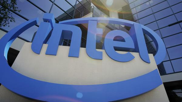 Intel sees record profits, pressure to get into smartphones