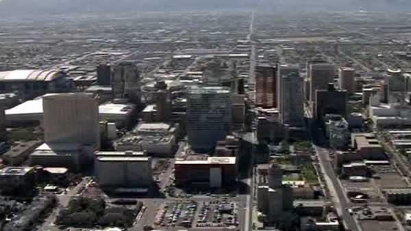Arizona trying to lure businesses away from Calif.