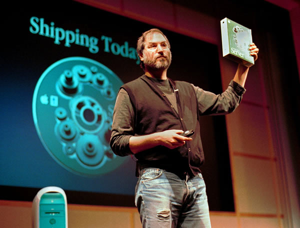 "<div class=""meta ""><span class=""caption-text "">President and CEO of Apple Computer, holds a copy of his company's new software, OS X server, at a media conference Tuesday, March 16, 1999, in Cupertino, Calif. (AP Photo/Ben Margot)</span></div>"