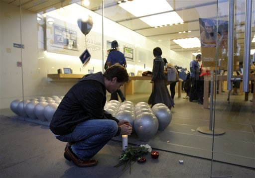 "<div class=""meta ""><span class=""caption-text "">Dale Fox places a candle outside the Apple Store in Santa Monica, Calif., Wednesday, Oct. 5, 2011. Steve Jobs, the Apple founder and former CEO who invented and masterfully marketed ever-sleeker gadgets that transformed everyday technology, from the personal computer to the iPod and iPhone, has died. He was 56. (AP Photo/Jae C. Hong)</span></div>"