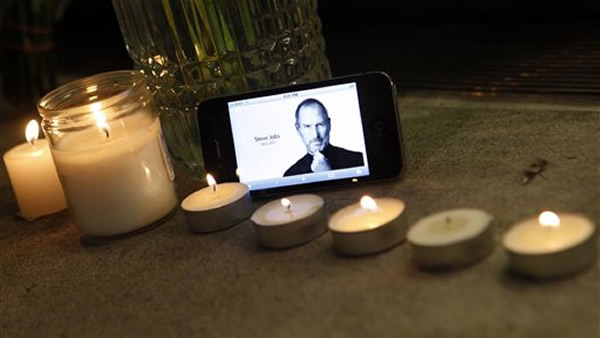 An iPhone displays an image of Steve Jobs as it sits with a memorial to the Apple founder and former CEO outside an Apple Store, Wednesday, Oct. 5, 2011 in New York. <span class=meta>(AP Photo&#47;Jason DeCrow)</span>