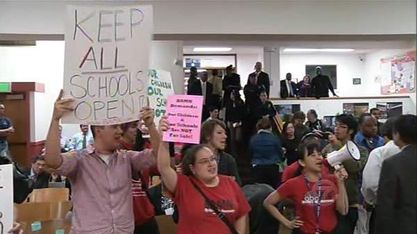 Oakland Unified meeting resumes after arrests