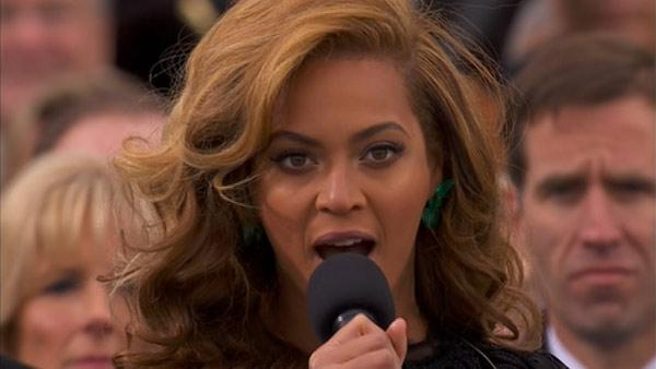 Beyonce sings the National Anthem