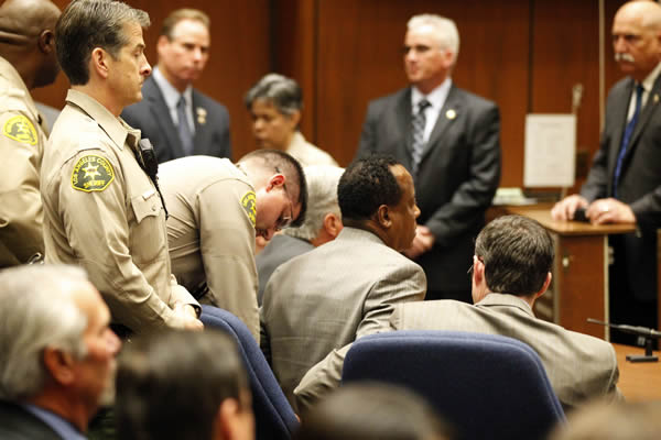 "<div class=""meta image-caption""><div class=""origin-logo origin-image ""><span></span></div><span class=""caption-text"">Dr. Conrad Murray is remanded into custody after the jury returns with a guilty verdict in his involuntary manslaughter trial Monday, Nov. 7, 2011 in a Los Angeles courtroom . Murray was convicted Monday of involuntary manslaughter after a trial that painted him as a reckless caregiver who administered a lethal dose of a powerful anesthetic that killed the pop star. (AP Photo/Al Seib, Pool)</span></div>"