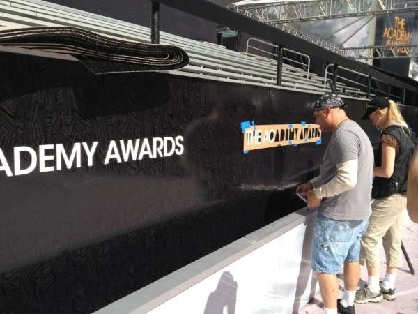 Here&#39;s a behind the scenes look at the preparations for the 84th Academy Awards!  Workers adding signage <span class=meta>(Rosendo Pena&#47;KGO)</span>