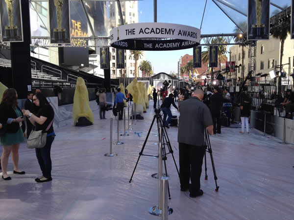 "<div class=""meta image-caption""><div class=""origin-logo origin-image ""><span></span></div><span class=""caption-text"">Here's a behind the scenes look at the preparations for the 84th Academy Awards! (Rosendo Pena/KGO)</span></div>"