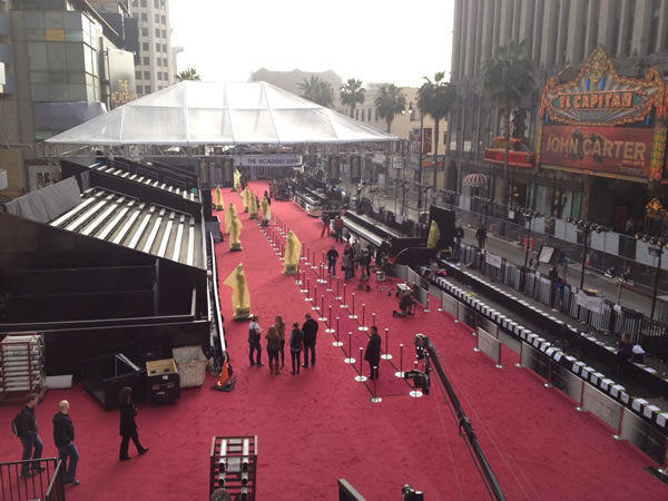 On Saturday, the protective plastic was removed from the red carpet lining the arrivals area outside the Kodak Theatre in Los Angeles, the site of tomorrow&#39;s 84th Academy Awards. <span class=meta>(Rosendo Pena&#47;KGO)</span>