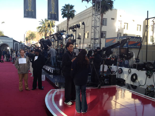 GMA&#39;s Robin Roberts rehearses on the red carpet the Saturday before the 84th Academy Awards in Los Angeles. <span class=meta>(Rosendo Pena&#47;KGO)</span>