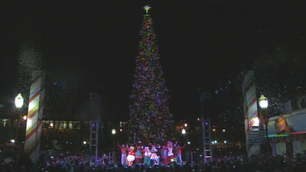 Disneyland&reg; friends sang, danced and lit Pier 39&#39;s majestic 60-foot tree on Sunday, November 18th, 2012.  Topped with ornaments, bows and twinkling lights, it&#39;s a festive sight to see! <span class=meta>(KGO)</span>