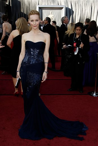 Leslie Mann arrives before the 84th Academy Awards on Sunday, Feb. 26, 2012, in the Hollywood section of Los Angeles. <span class=meta>(AP Photo&#47;Matt Sayles)</span>