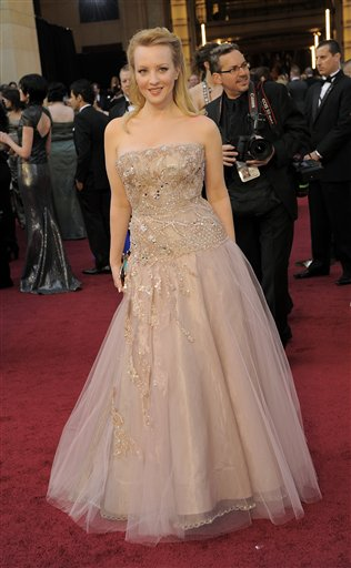 "<div class=""meta ""><span class=""caption-text "">Wendi McLendon-Covey arrives before the 84th Academy Awards on Sunday, Feb. 26, 2012, in the Hollywood section of Los Angeles. (AP Photo/Chris Pizzello)</span></div>"