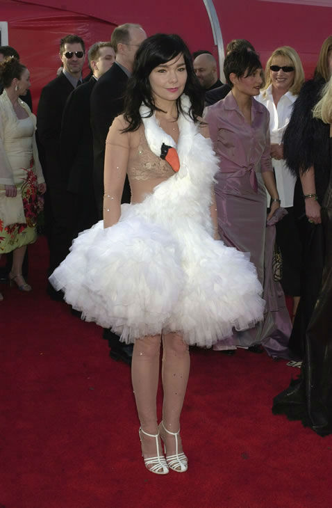 Worst #2: Bjork in the Marjan Pejoski swan gown at the 2001 Academy Awards. <span class=meta>(AP Photo)</span>