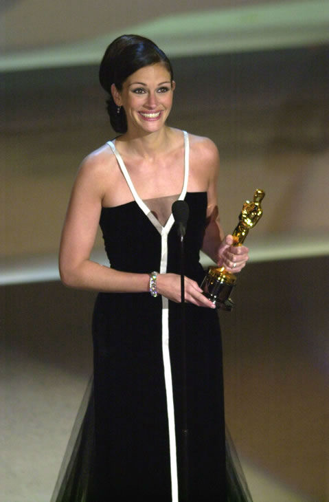Best #2: Julia Roberts in Valentino at the 2001 Academy Awards. <span class=meta>(AP Photo)</span>