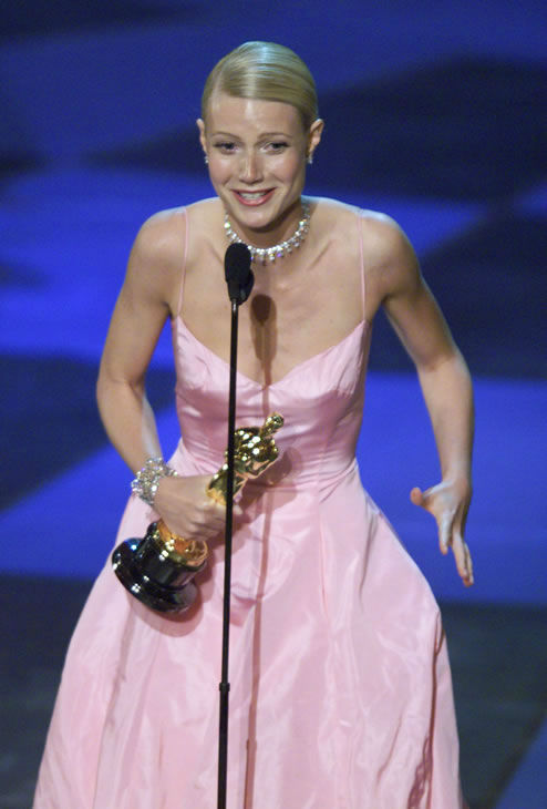 Best #5: Gwyneth Paltrow in Ralph Lauren at the 1999 Academy Awards. <span class=meta>(AP Photo)</span>