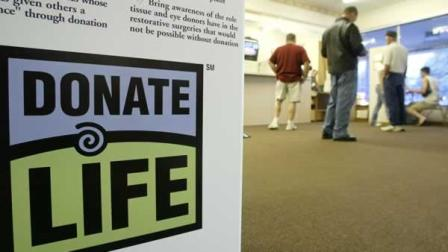 A donate life sign containing information about organ transplants and donation sits near the entrance of the Delaware, Ohio Bureau of Motor Vehicles Friday July 11, 2003.