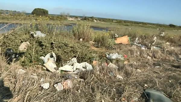 uFixIt: Trash near Candlestick Park piles up