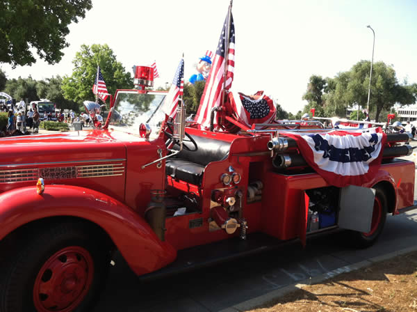 Fourth of July parade in Fremont <span class=meta>(KGO)</span>