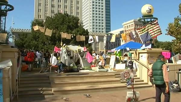 Police seem reluctant to kick out 'Occupy Oakland'
