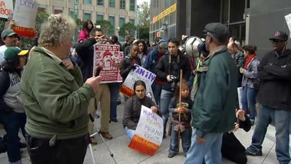 Protesters seal off Wells Fargo in Oakland
