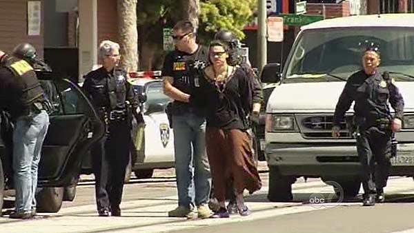 Suspect in custody after Oakland hotel standoff