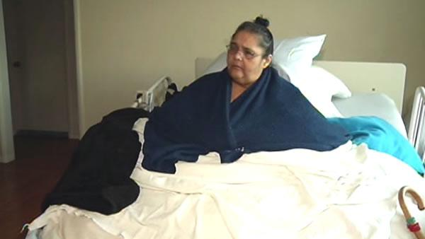 800-pound woman claims hospital abandoned her
