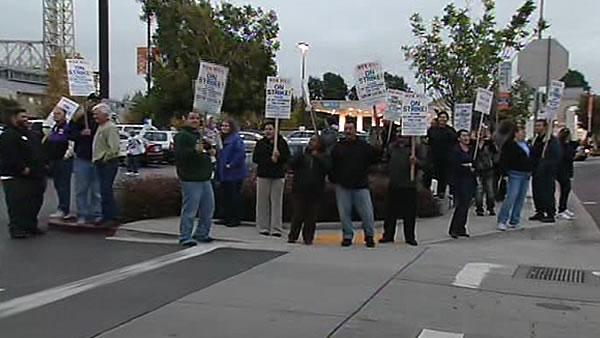 Strike gets heated at Alameda Raley's