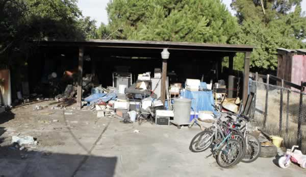 The backyard of a home in Antioch, Calif., where authorities say kidnapped victim Jaycee Lee Dugard lived is seen Friday, Aug. 28, 2009. (AP Photo/Paul Sakuma)