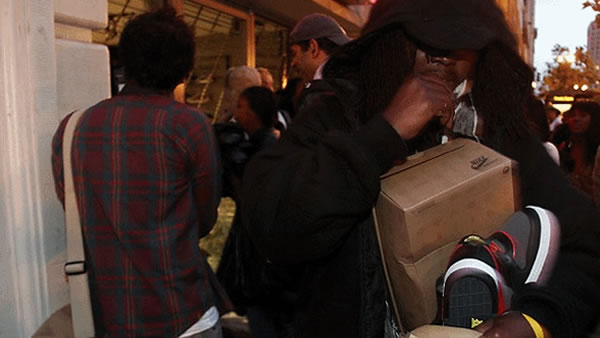 A Foot Locker Store in Oakland is looted during protests to the Johannes Mehserle verdict. (Submitted by Redbulldog88)