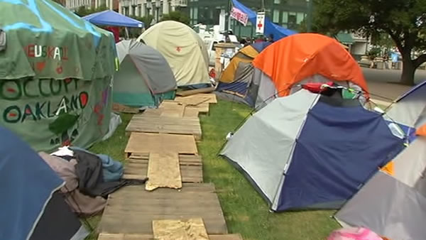 "<div class=""meta ""><span class=""caption-text "">This is an image of the ""Occupy Oakland"" encampment at Frank Ogawa Plaza days before police dismantled it on Tuesday morning.</span></div>"