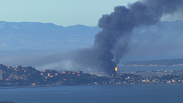 "<div class=""meta image-caption""><div class=""origin-logo origin-image ""><span></span></div><span class=""caption-text"">A visible fire and large plumes of smoke could be seen burning at the Chevron refinery in Richmond. (ABC7 News)</span></div>"