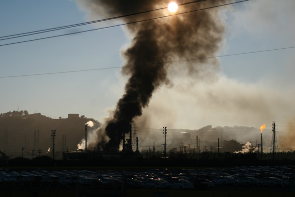 A visible fire and large plumes of smoke could be seen burning at the Chevron refinery in Richmond. (submitted by Jeff S via uReport)