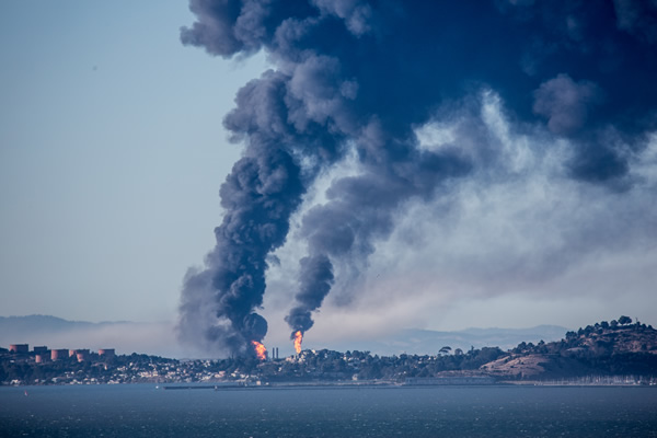 "<div class=""meta ""><span class=""caption-text "">A visible fire and large plumes of smoke could be seen burning at the Chevron refinery in Richmond. (submitted by Phil McGrew via uReport)</span></div>"