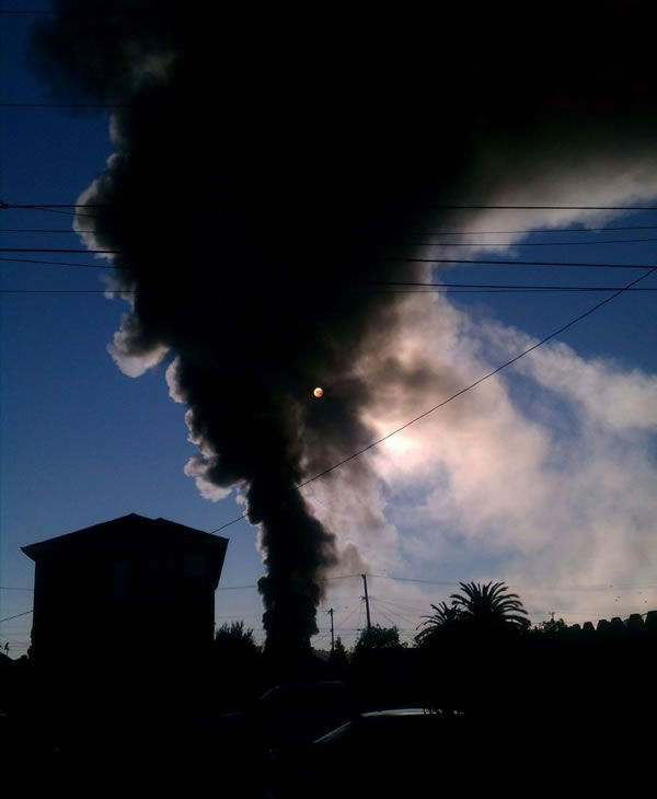 Images of the Chevron refinery fire submitted via Twitter. <span class=meta>(@CarolM&#47;Twitter)</span>