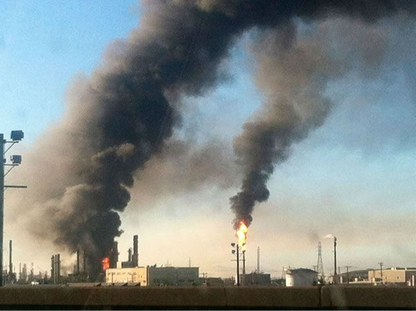 "<div class=""meta ""><span class=""caption-text "">Images of the Chevron refinery fire submitted via Twitter. (@guich0_lalo/Twitter)</span></div>"