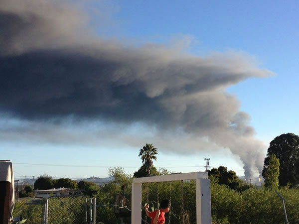 Images of the Chevron refinery fire submitted via Twitter. <span class=meta>(@mirerod&#47;Twitter)</span>