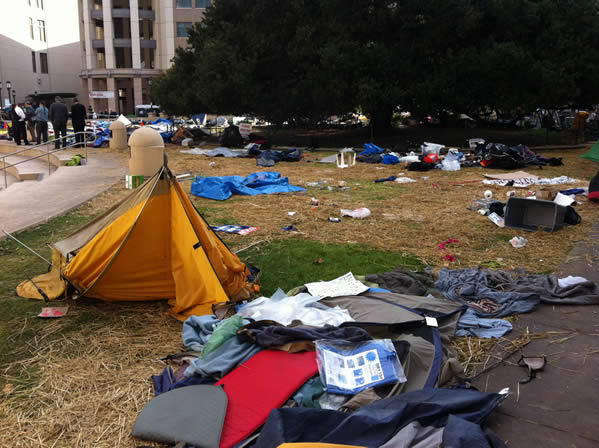 "<div class=""meta ""><span class=""caption-text "">This photo was taken by ABC7's Nick Smith after police made ""Occupy Oakland"" protesters leave their encampment.</span></div>"