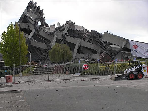 "<div class=""meta ""><span class=""caption-text "">Cal State East Bay Warren Hall building 10 minutes after implosion  (Submitted via uReport by addanger)</span></div>"