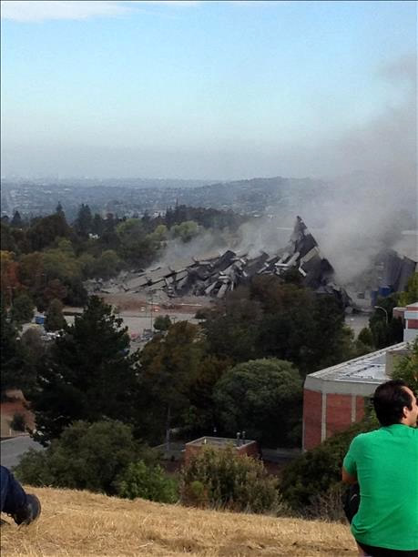 Cal State East Bay&#39;s Warren Hall implosion <span class=meta>(Submitted via uReport by Jordan Rausse)</span>