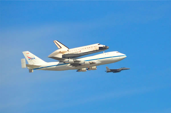 Here is a nice picture of the shuttle as it fly over me in Menlo Park. I was standing at at the overpass on the Marsh Road exit just at the right time. (Photo submitted via uReport)